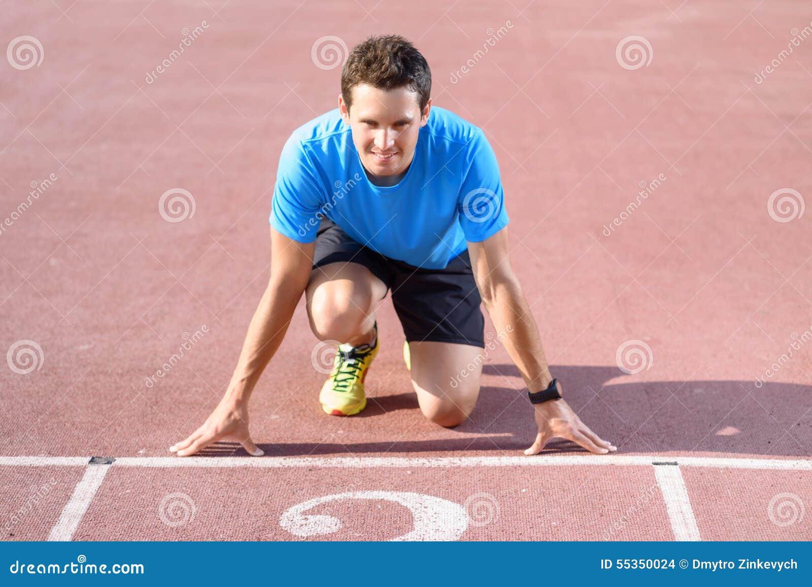 Giovane sportivo che va funzionare