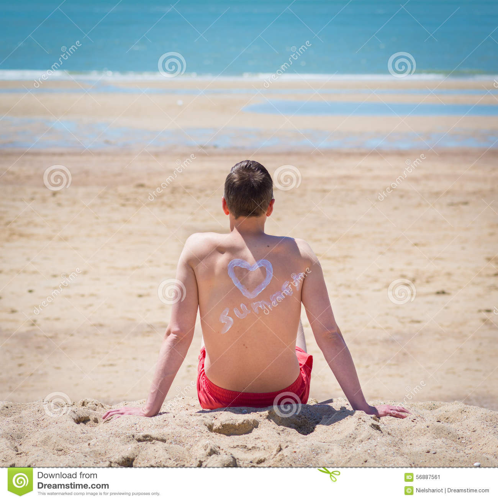 Giovane sulla spiaggia