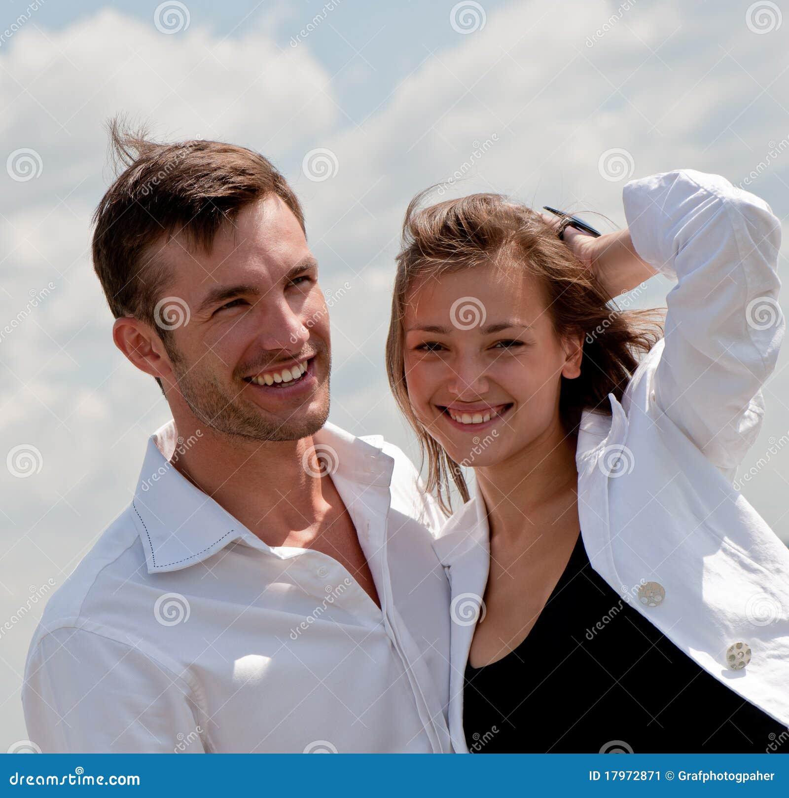 Giovane tirante Enamoured e la ragazza