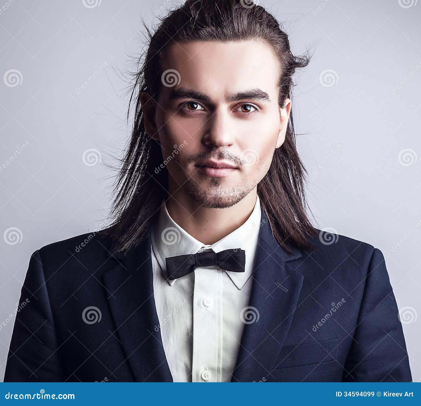 Capelli lunghi uomo eleganti
