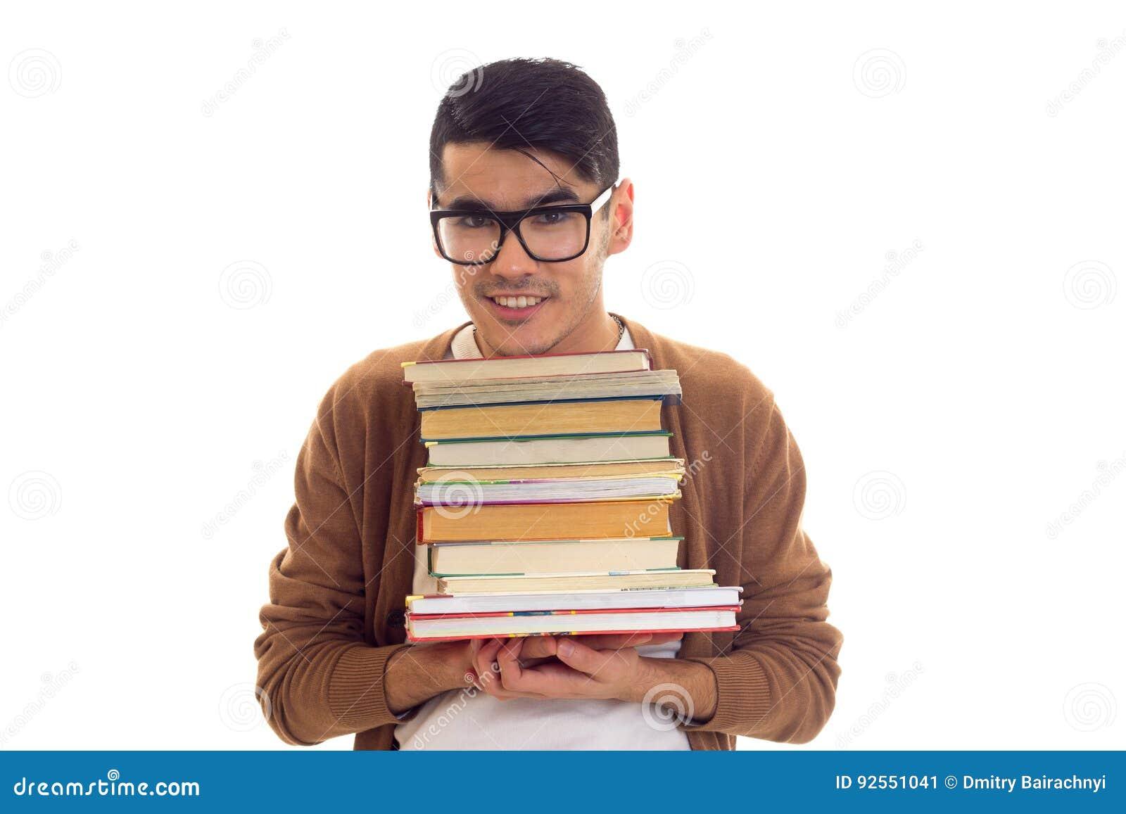 Giovane in vetri con i libri