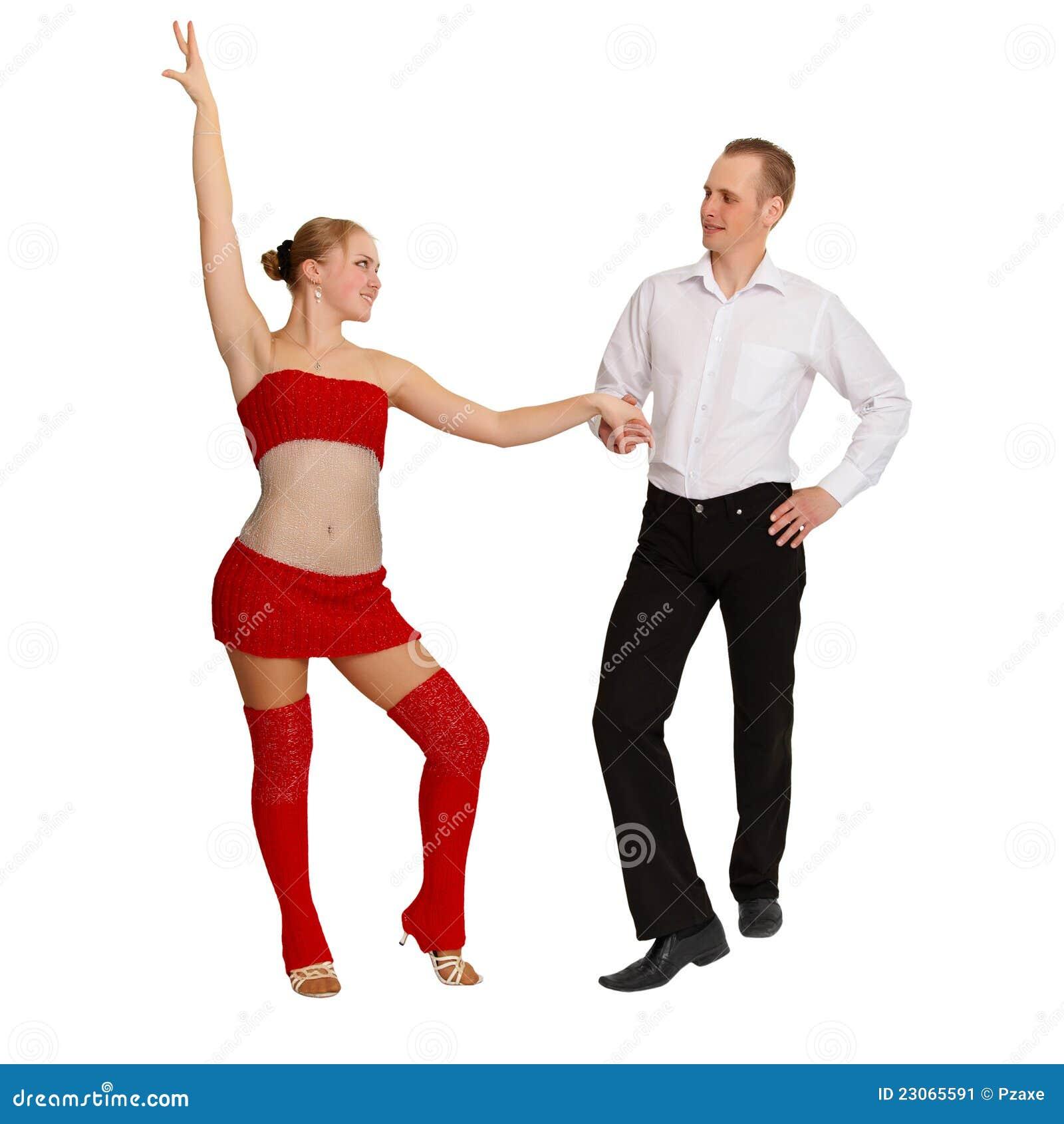 Giovani accoppiamenti ballanti su bianco