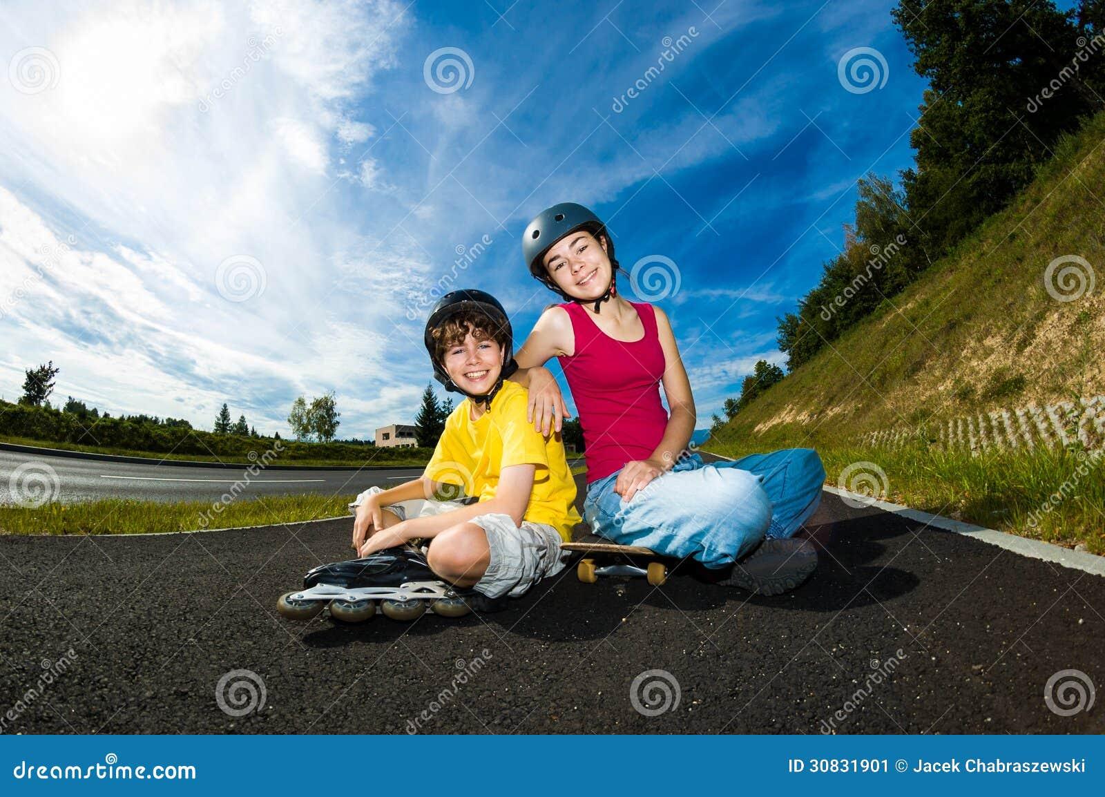Giovani attivi - rollerblading, pattinante