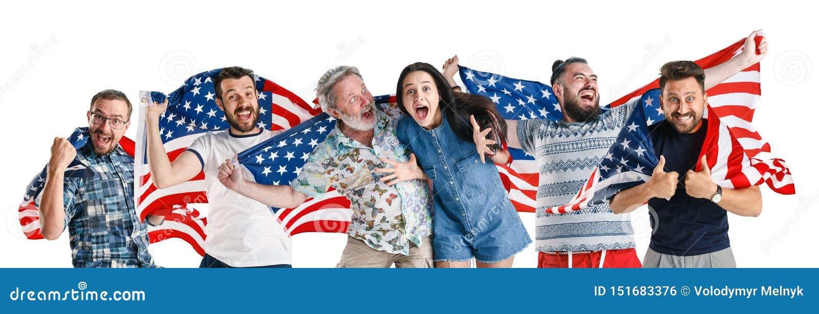 Giovani con la bandiera degli Stati Uniti d America