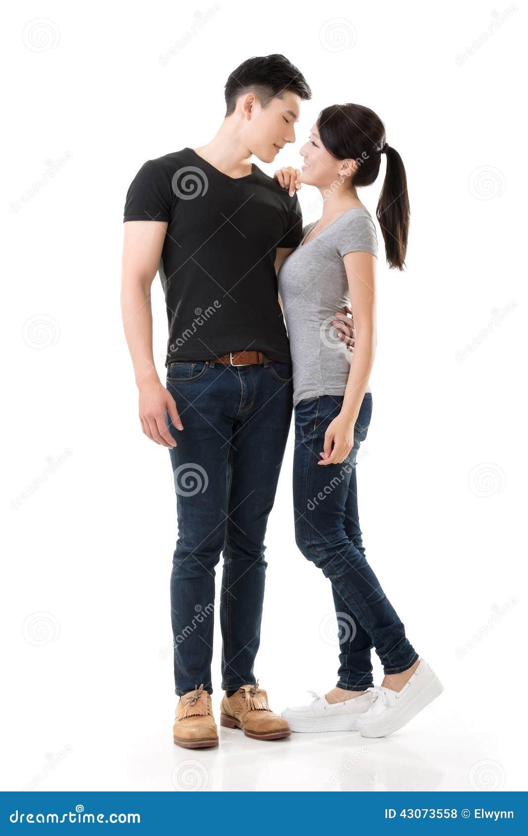 Giovani coppie asiatiche attraenti