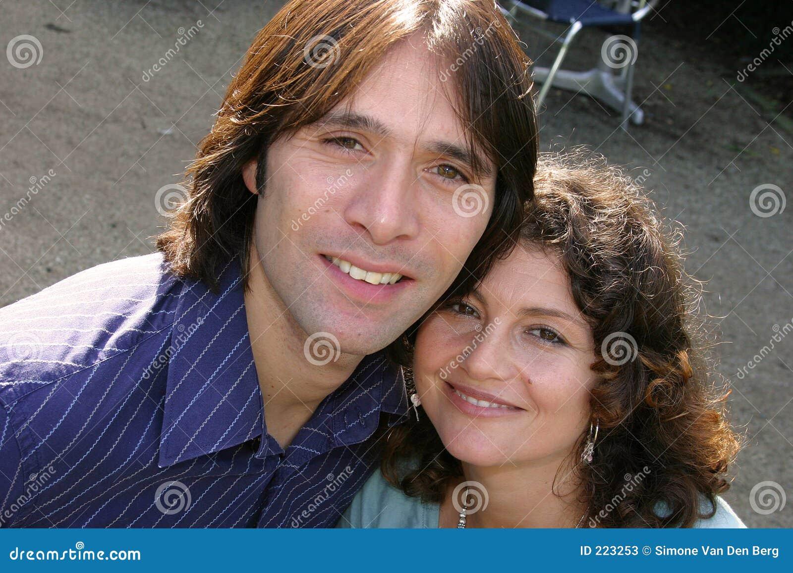 Giovani coppie attraenti