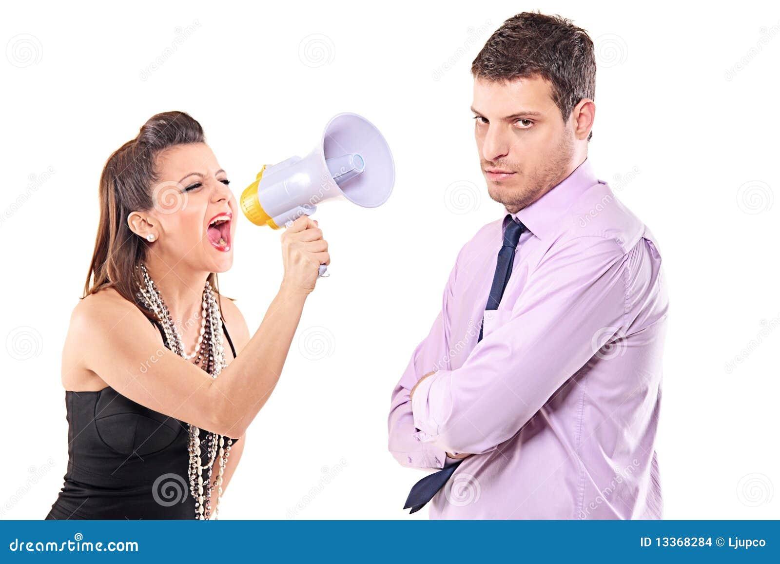 Giovani coppie che litigano