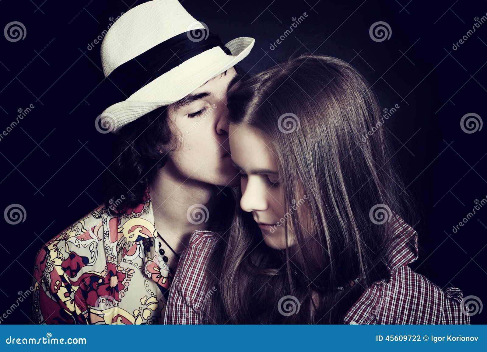 Giovani coppie in closeu di amore