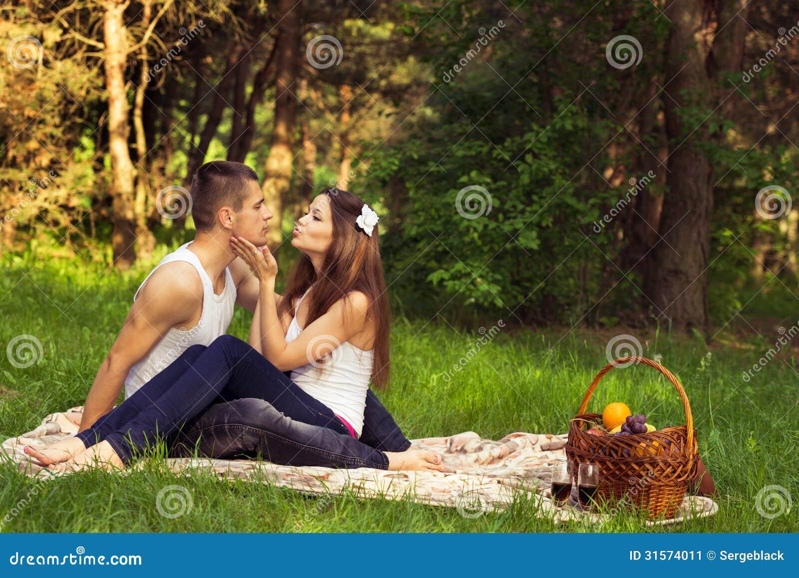 Giovani coppie innamorate