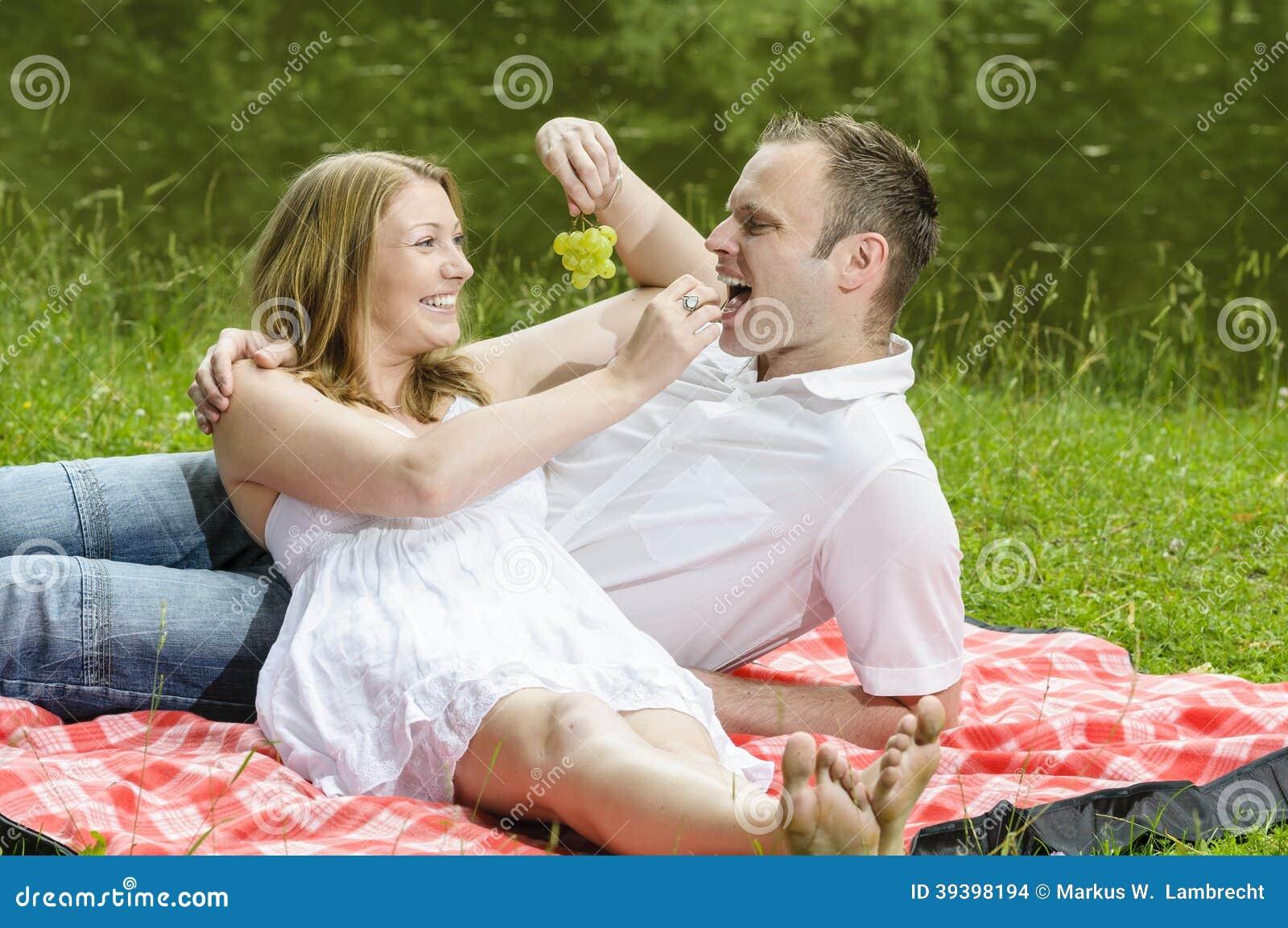 Giovani coppie nell amore