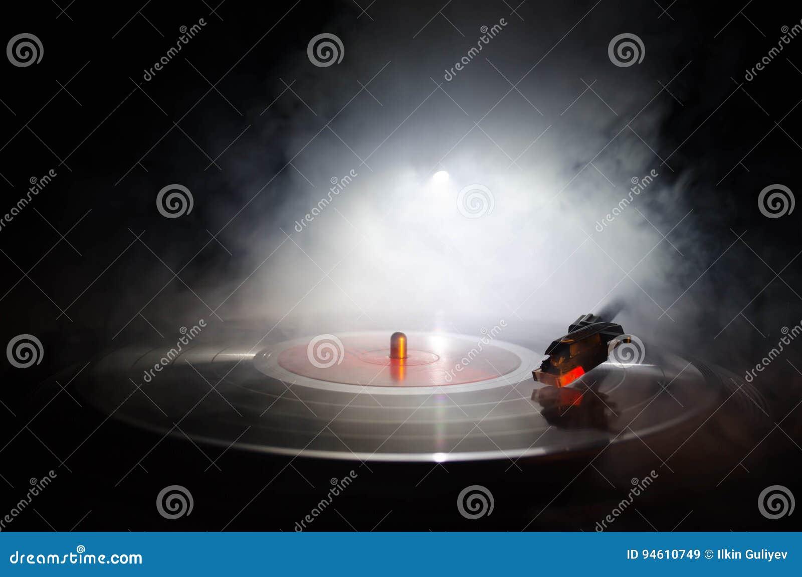 Giradischi del vinile della piattaforma girevole Retro audio attrezzatura per il disc jockey Tecnologia sana affinchè il DJ mesco