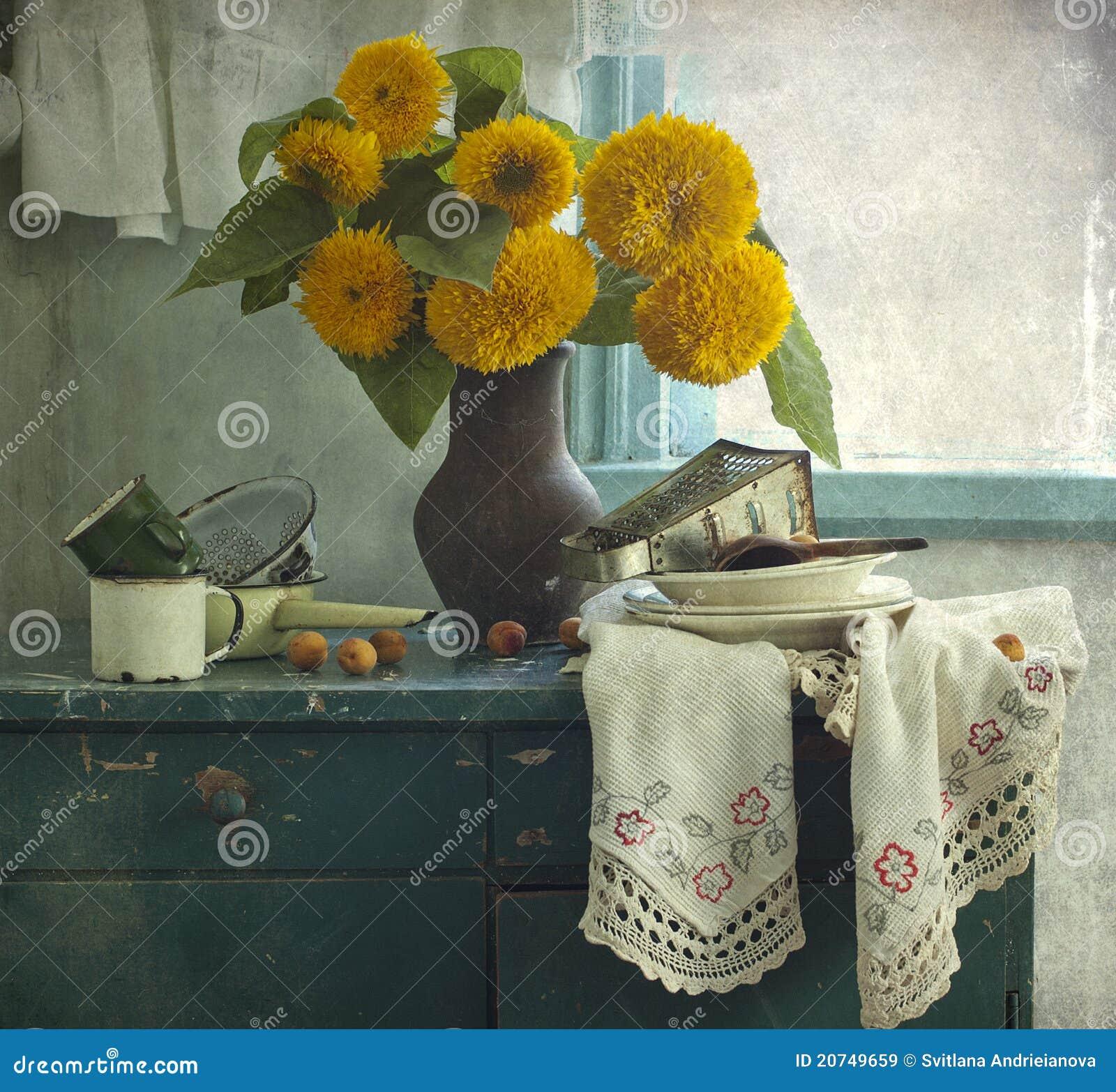 Girasoles y utensilio de la cocina