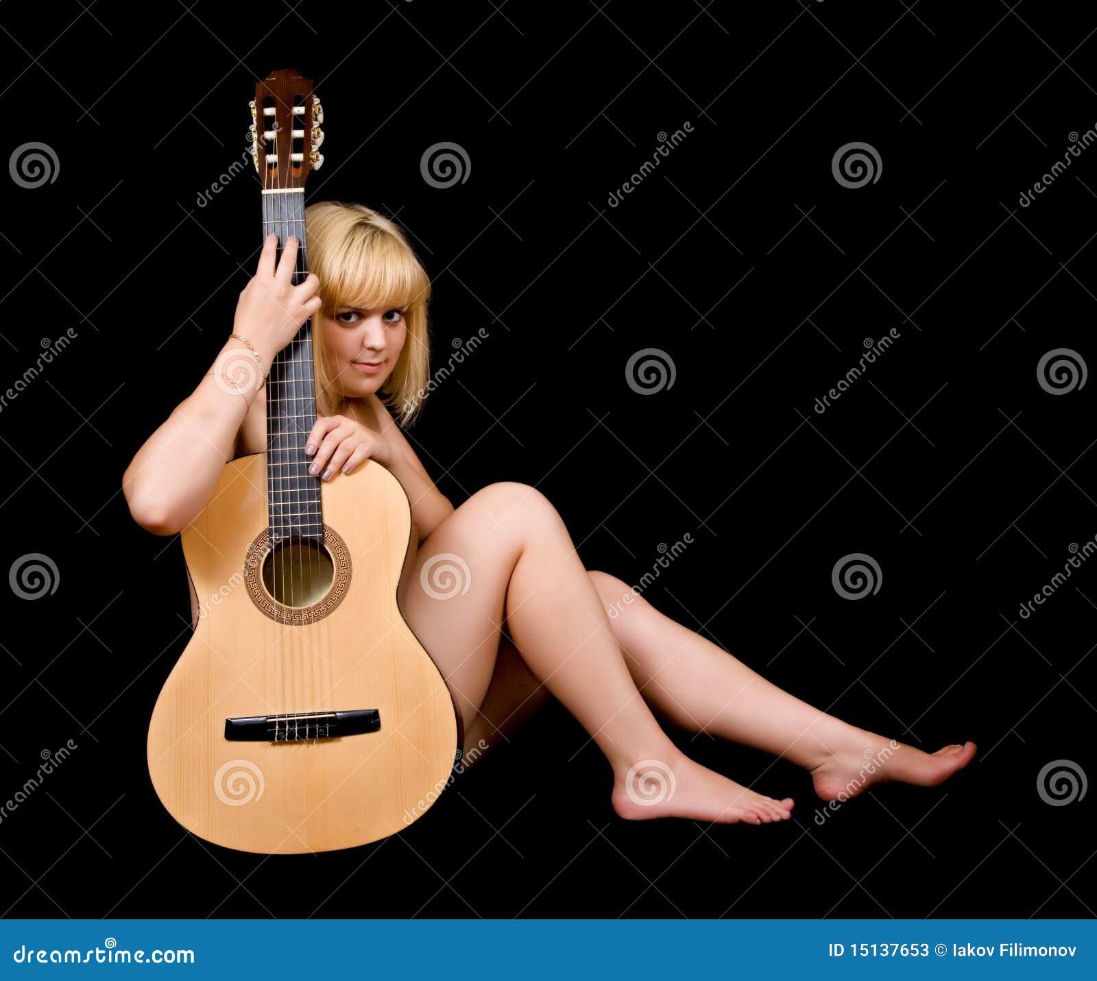 Девушки и акустика фото