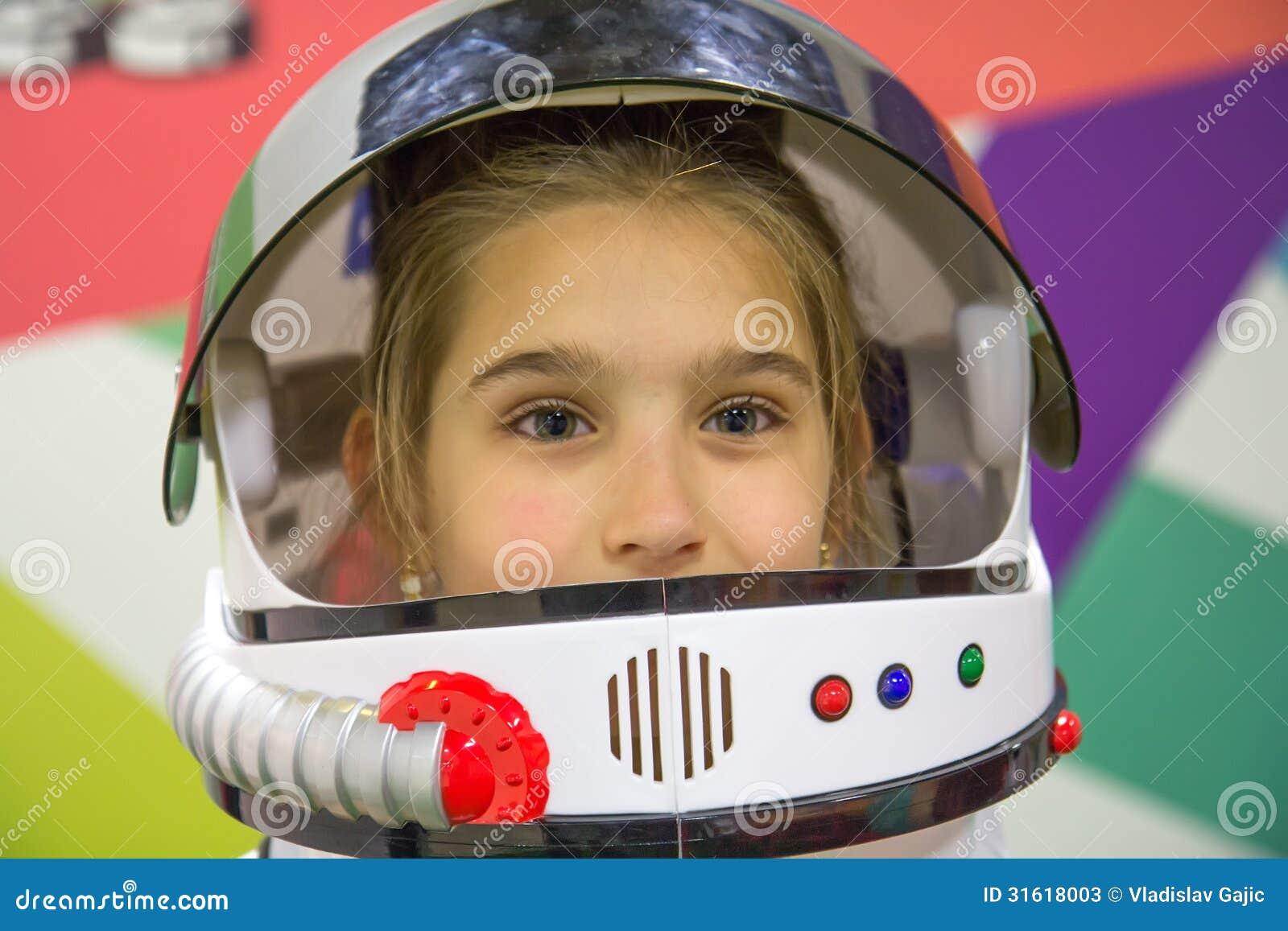 girl in astronaut helmet - photo #11