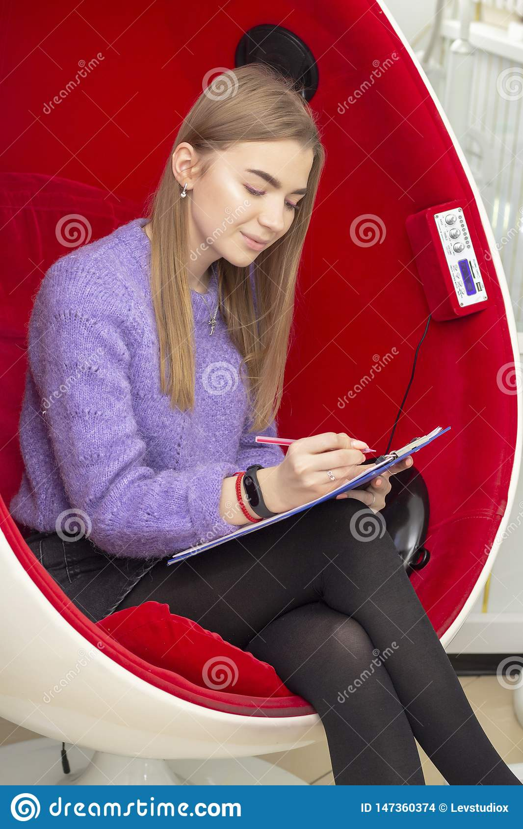 Girl in beauty parlor reads and signs a maintenance contract