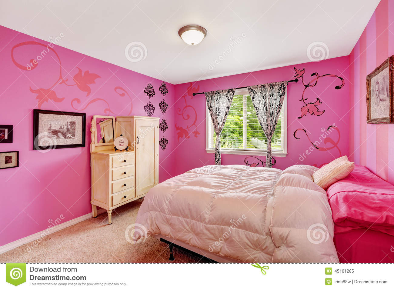 Girl bedroom interior in bright pink color stock image - Couleur de chambre a coucher ...