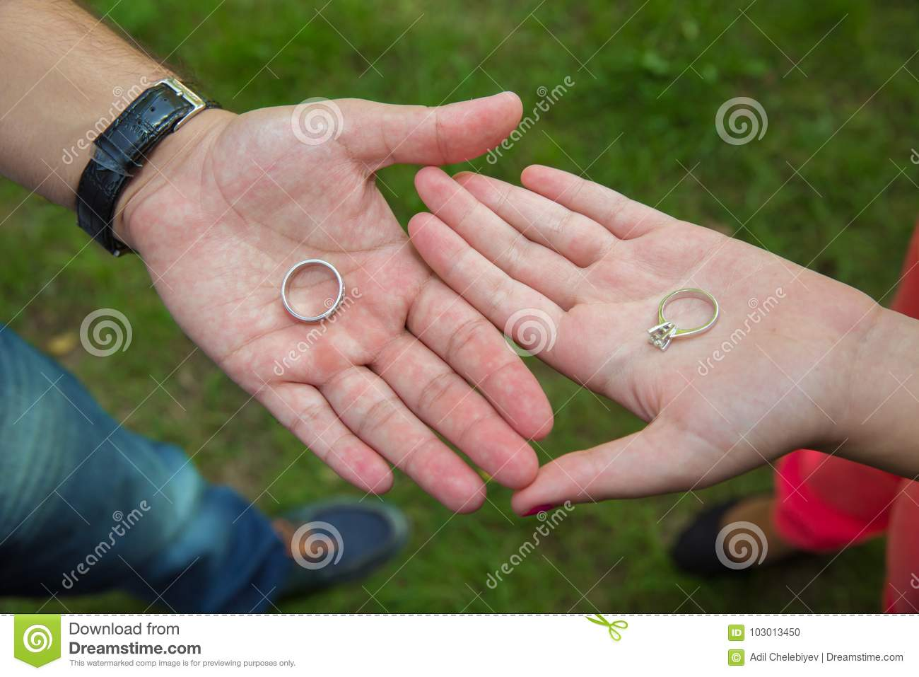 how to hold hands with your girlfriend