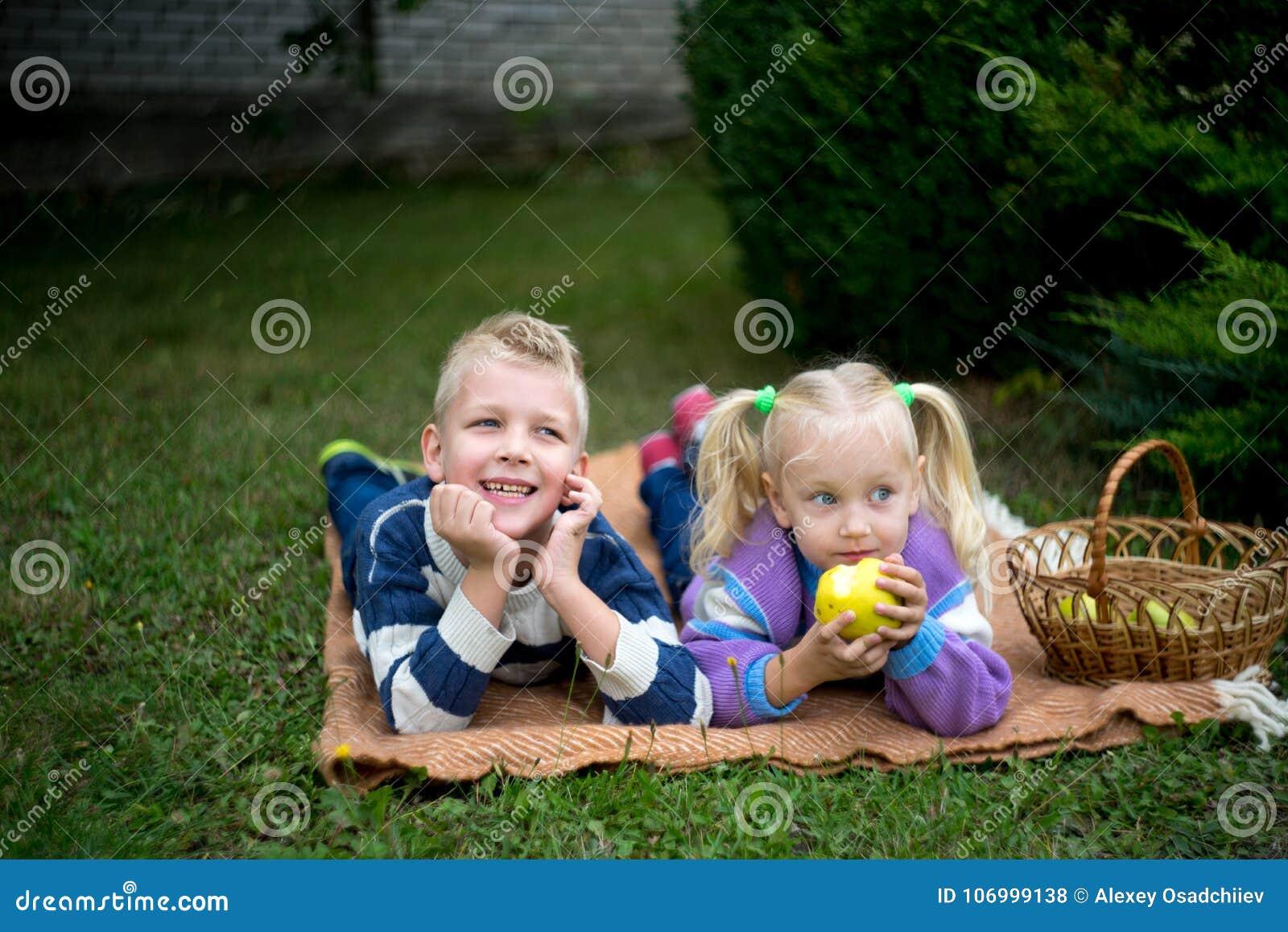 Girl boy picnic