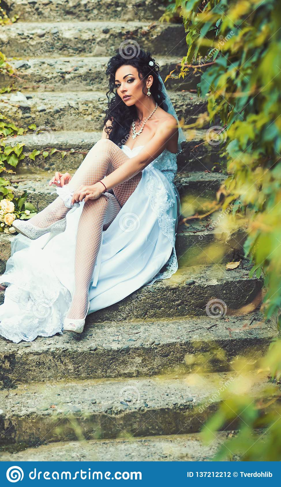 https://thumbs.dreamstime.com/z/girl-bridal-makeup-hairstyle-woman-wear-lace-garter-leg-sexy-stockings-lingerie-wedding-day-bride-white-dress-sit-137212212.jpg