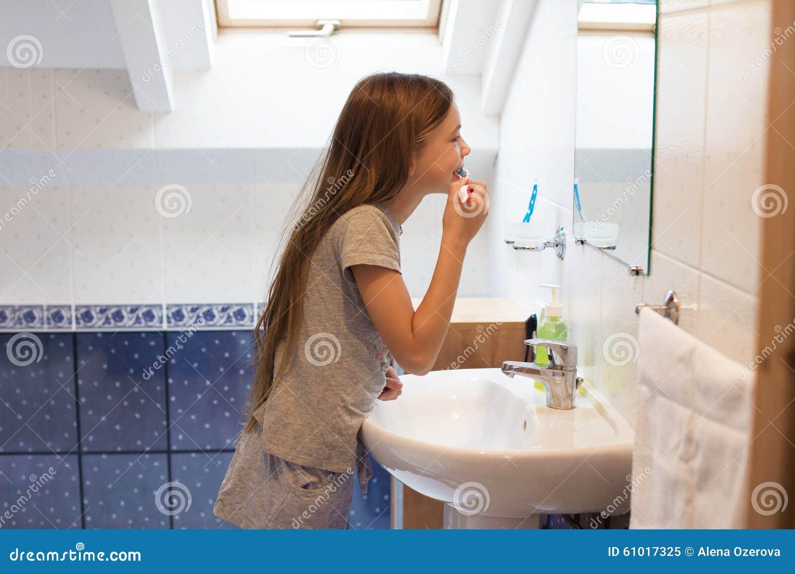 Teen girls in the bathtub