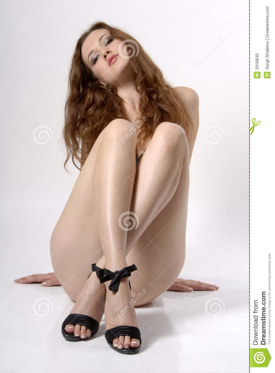 girls nude with legs crossed