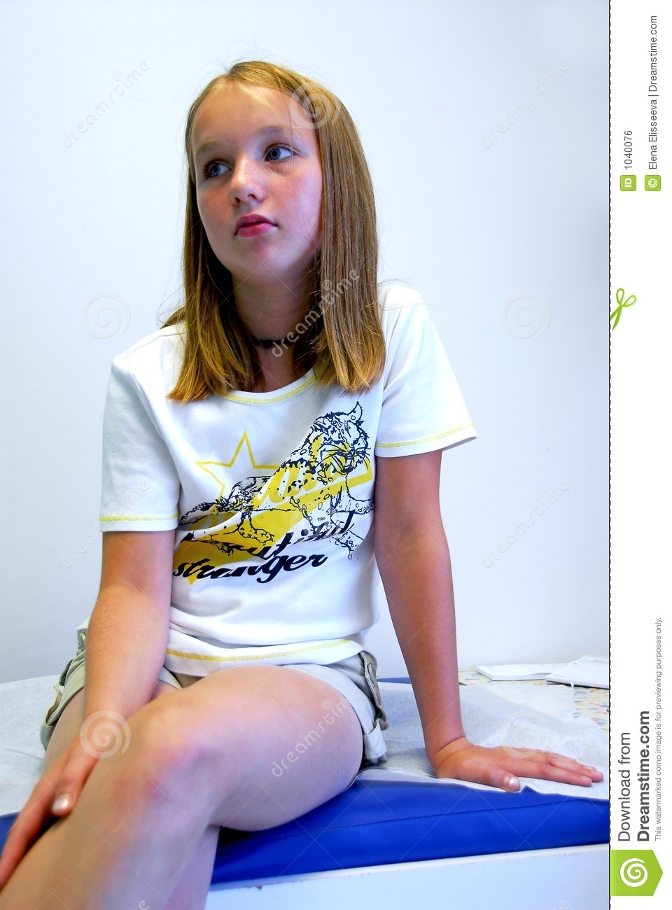 Girl doctor office royalty free stock image image 1040076 for Bureau adolescent