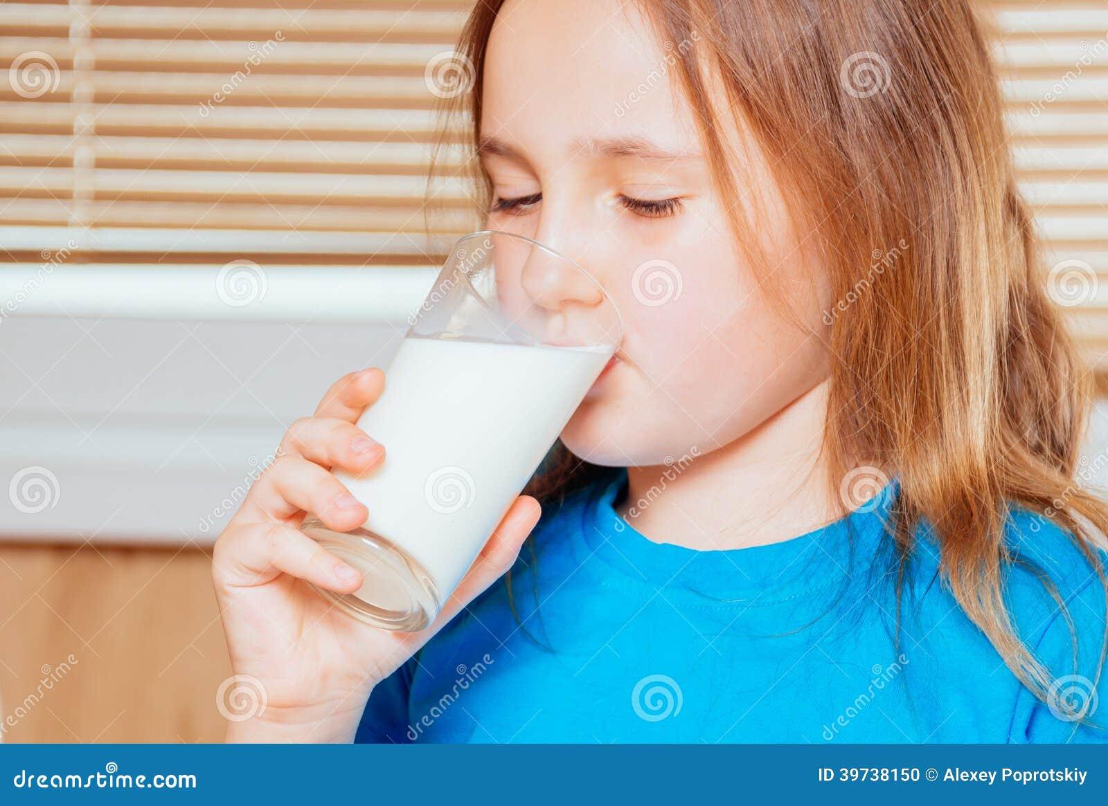 Фото девушка пьет молоко 25 фотография