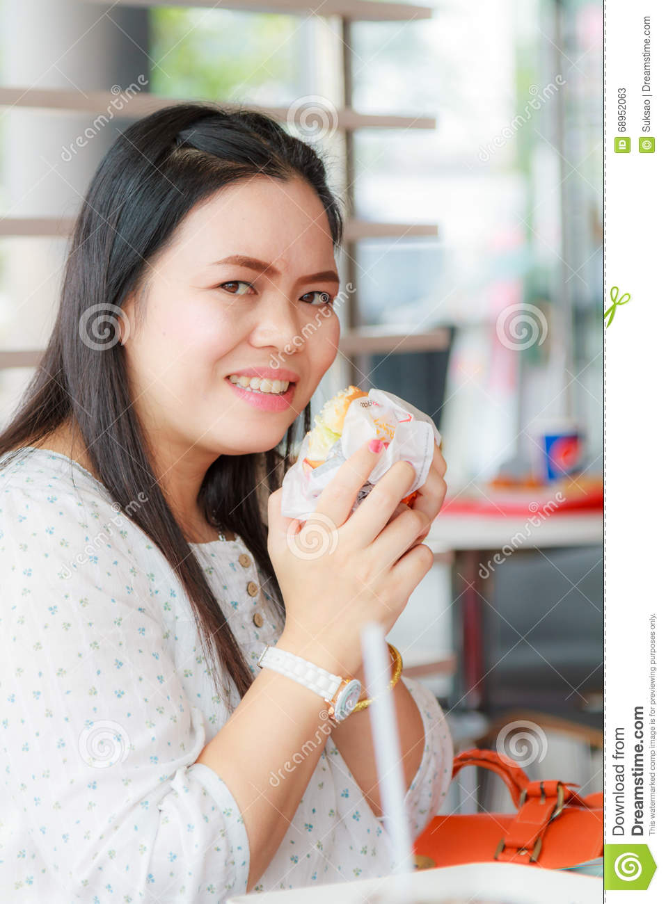 Girl Eat Hamburger