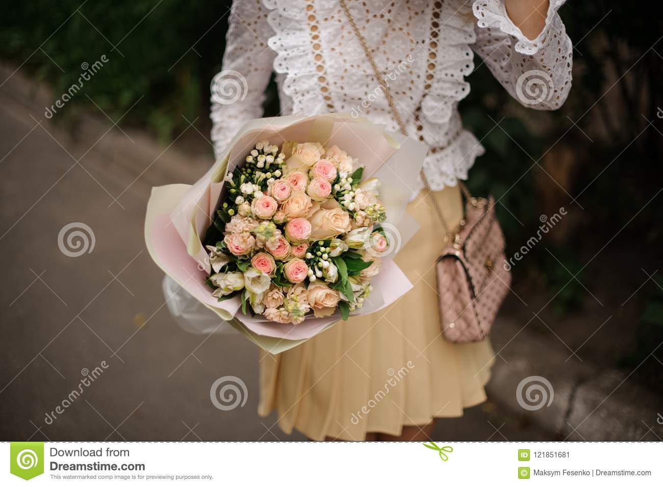 Girl holding a beautiful bouquet of champagne color roses