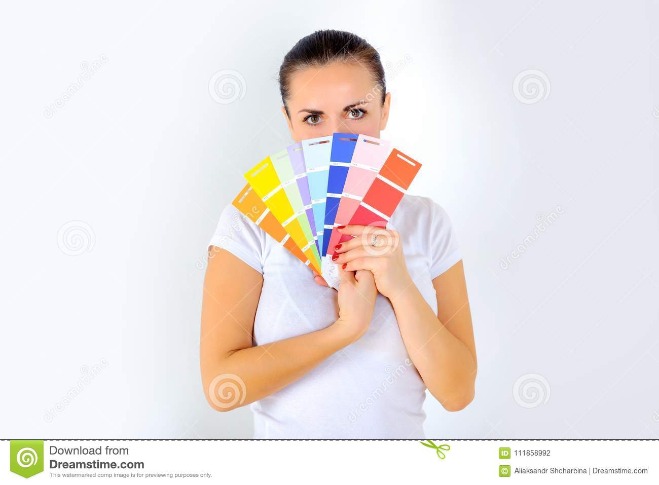 Girl holds a fan in her hands to choose a paint