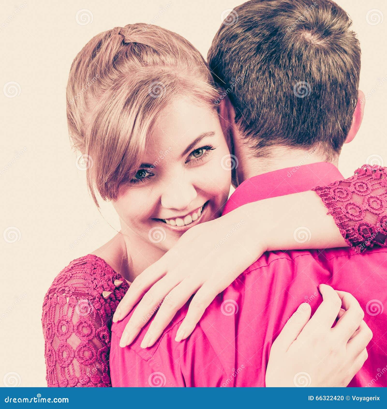 how a girl should hug a guy