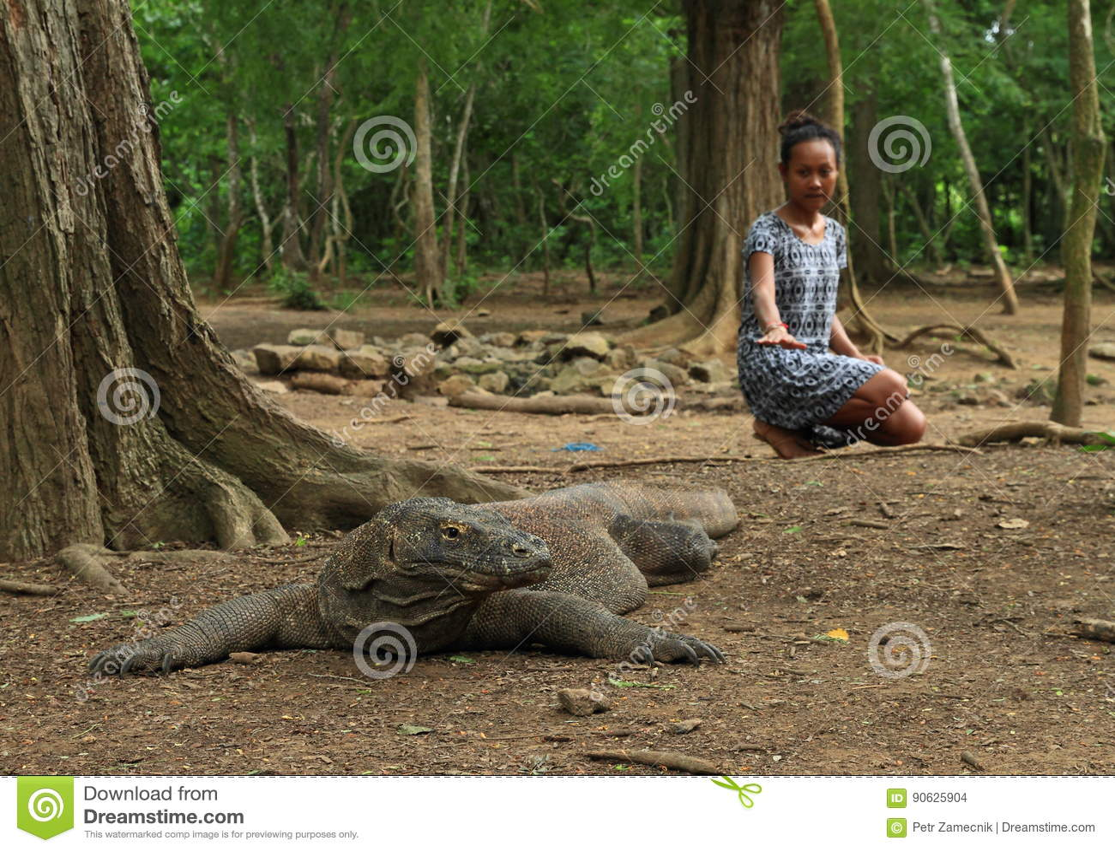 Girl with komodo dragon