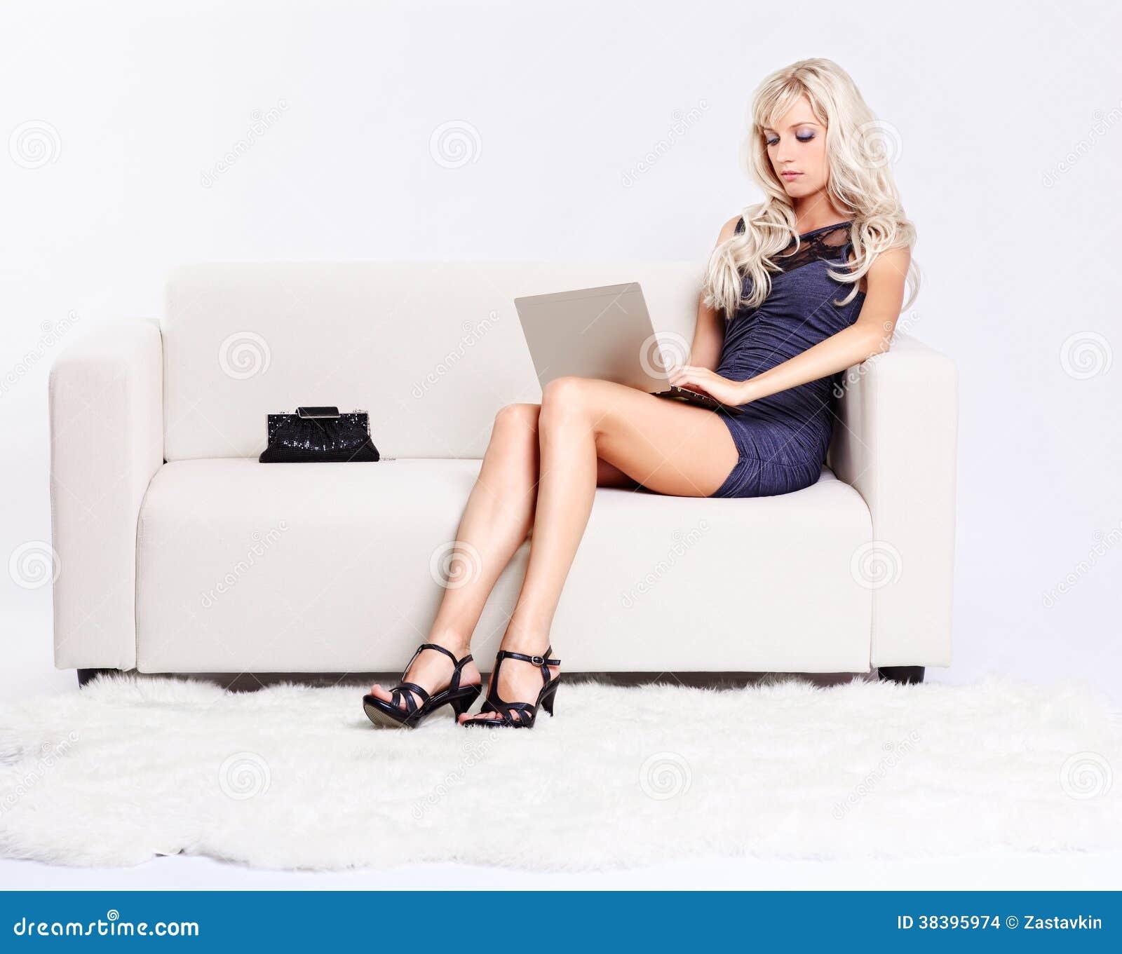 Сидеть на полных коленях фото 11 фотография