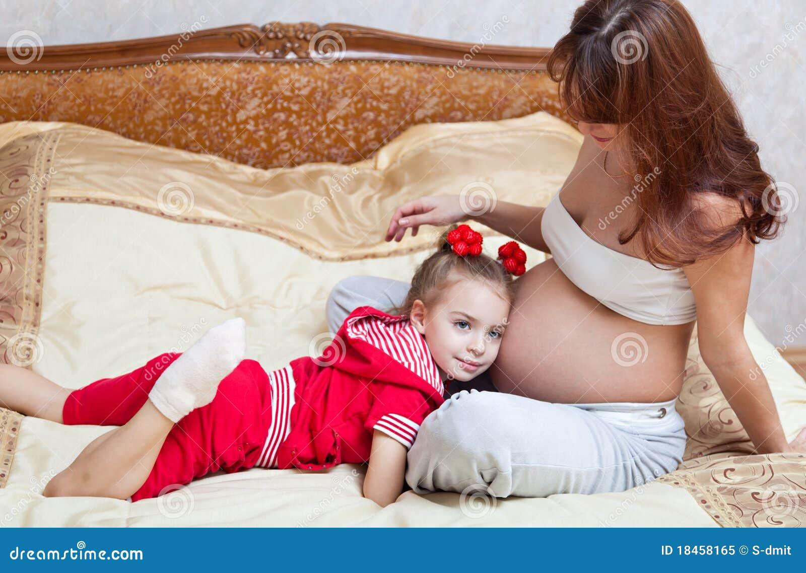 Смотреть беременные девочки в порно 19 фотография