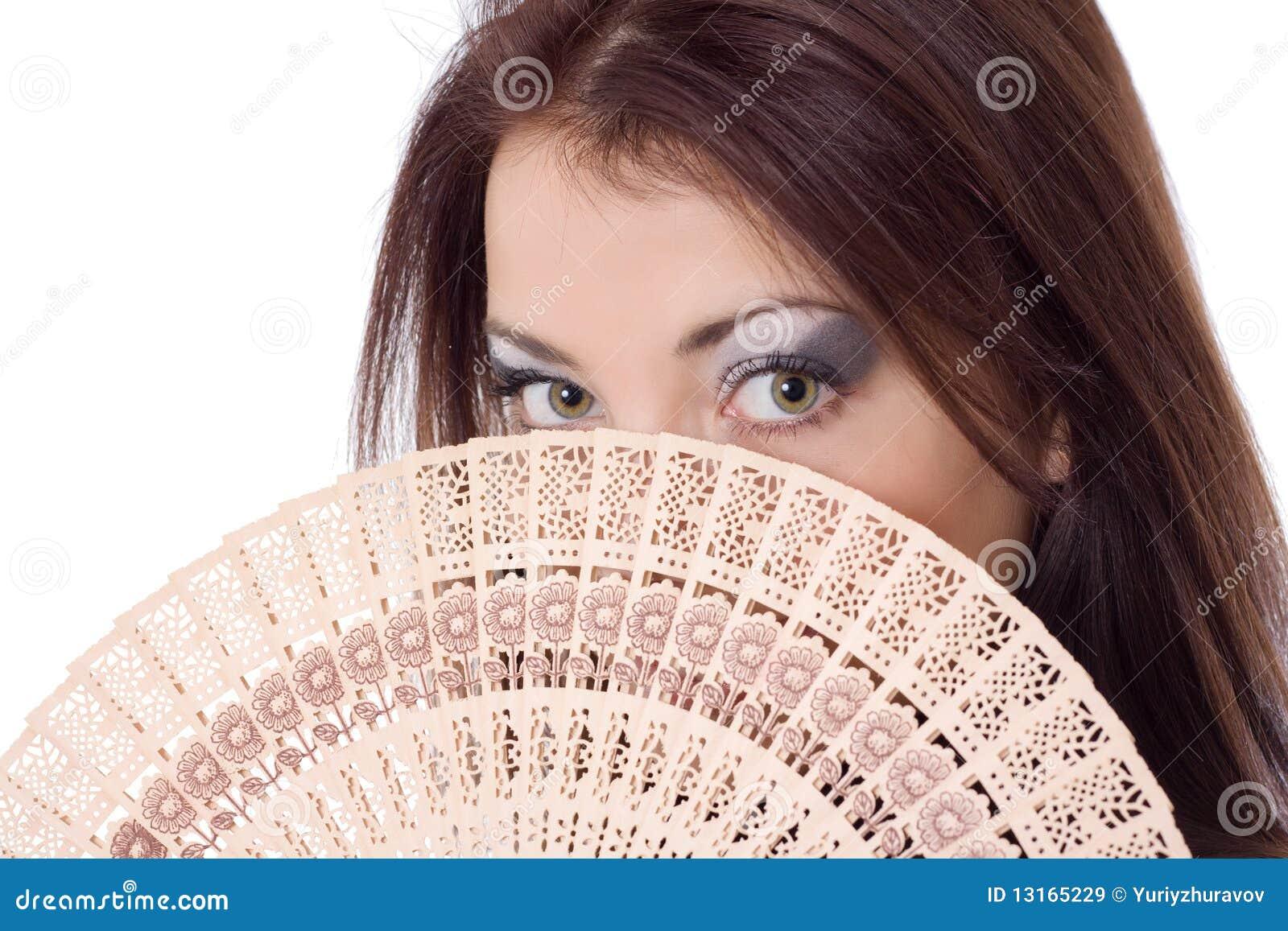 Girl look over fan fanteil