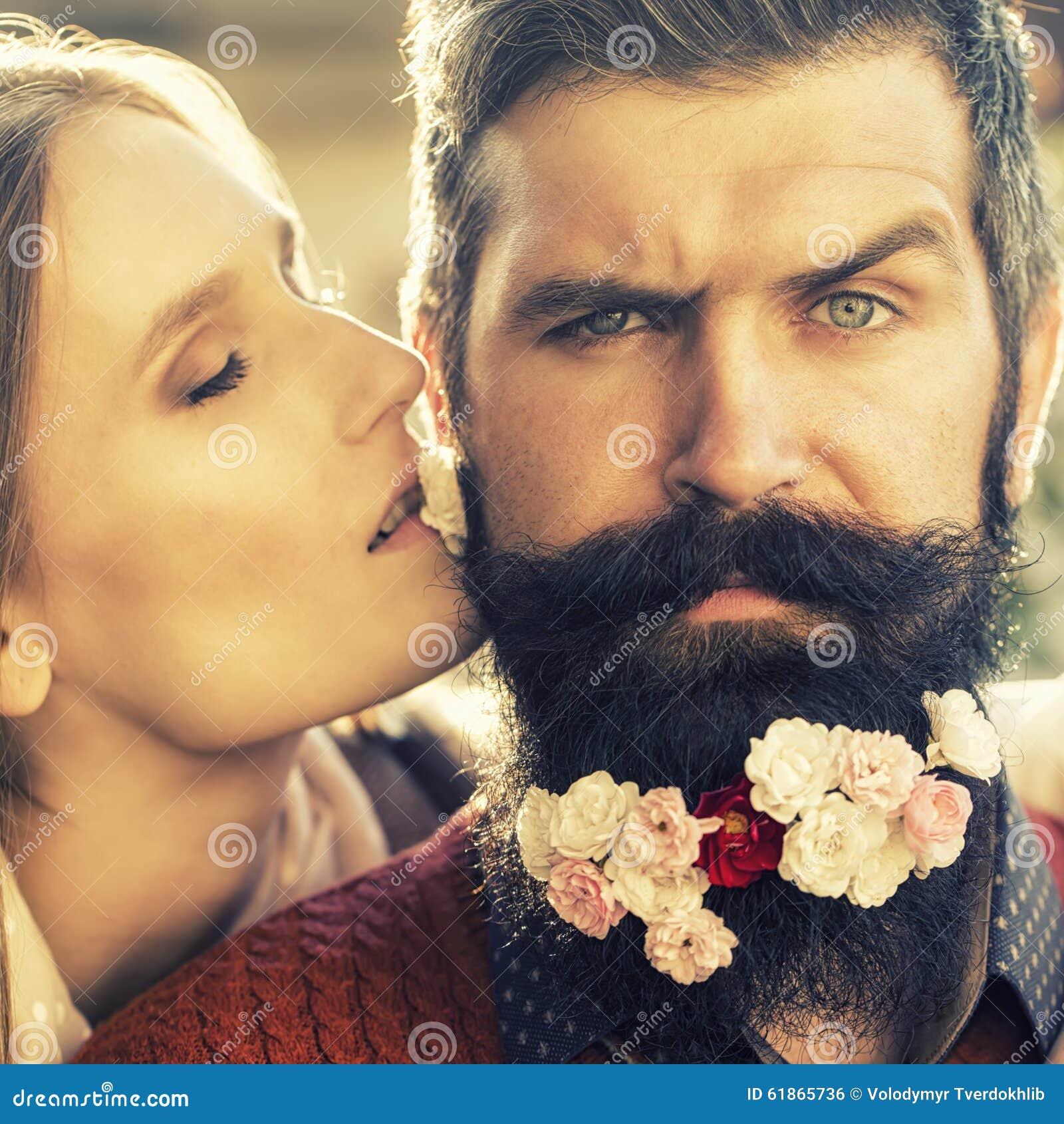 Black guy kissing girl-1408