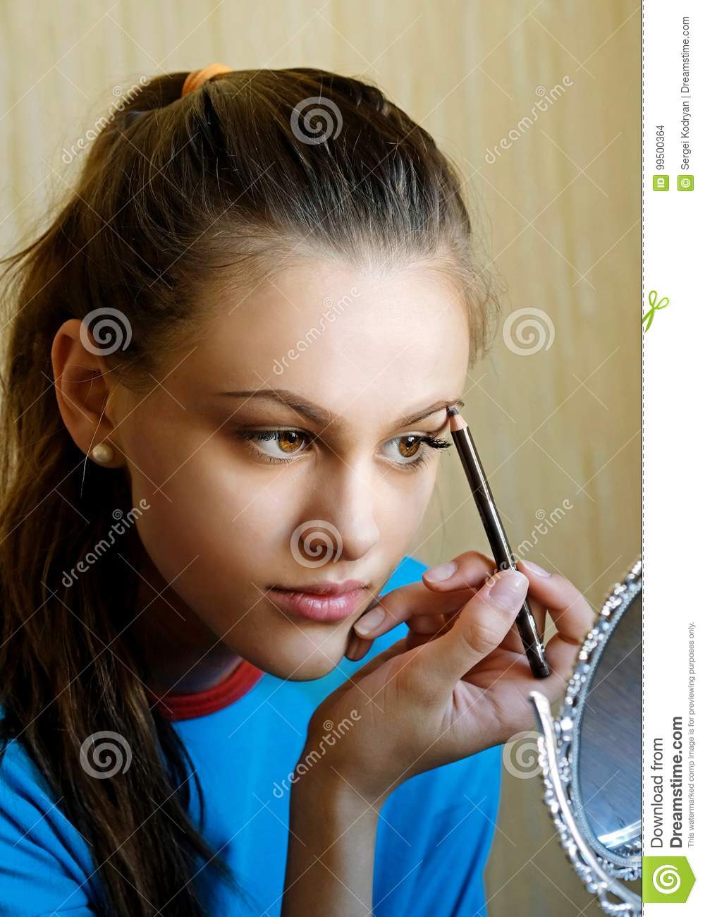 The Girl Paints Her Eyebrows Stock Photo Image Of Draws Fashion