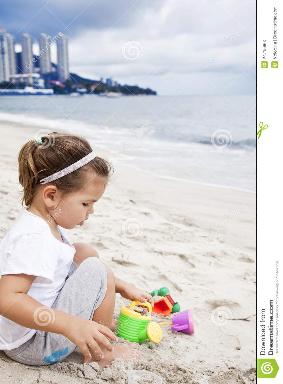 Beach Toys For Girls : Girl playing with beach toys stock photos image