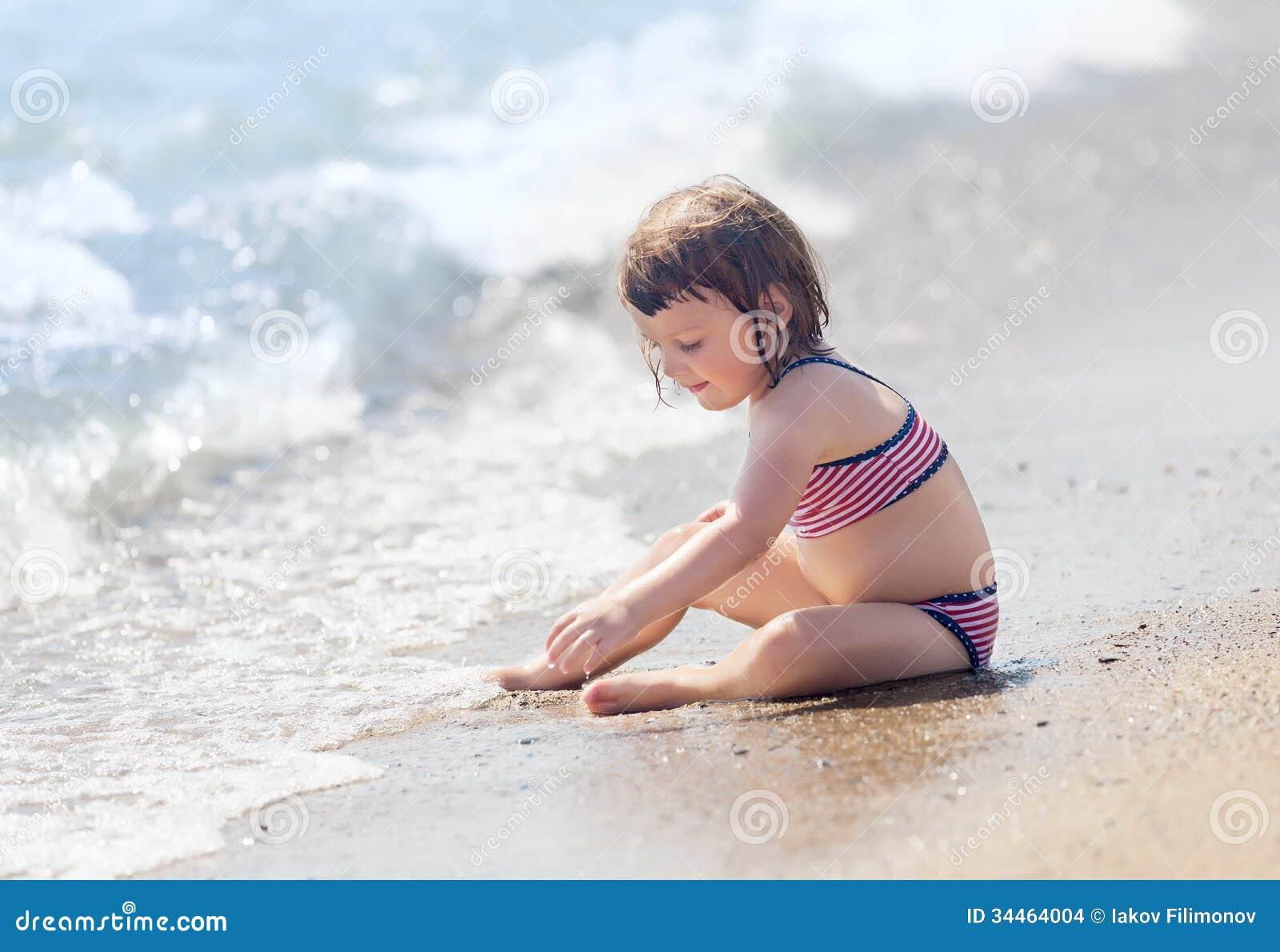 Фото маленьких девушек на пляже