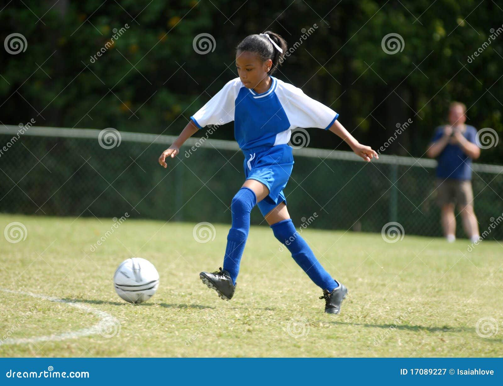 girl playing soccer - HD1300×1014