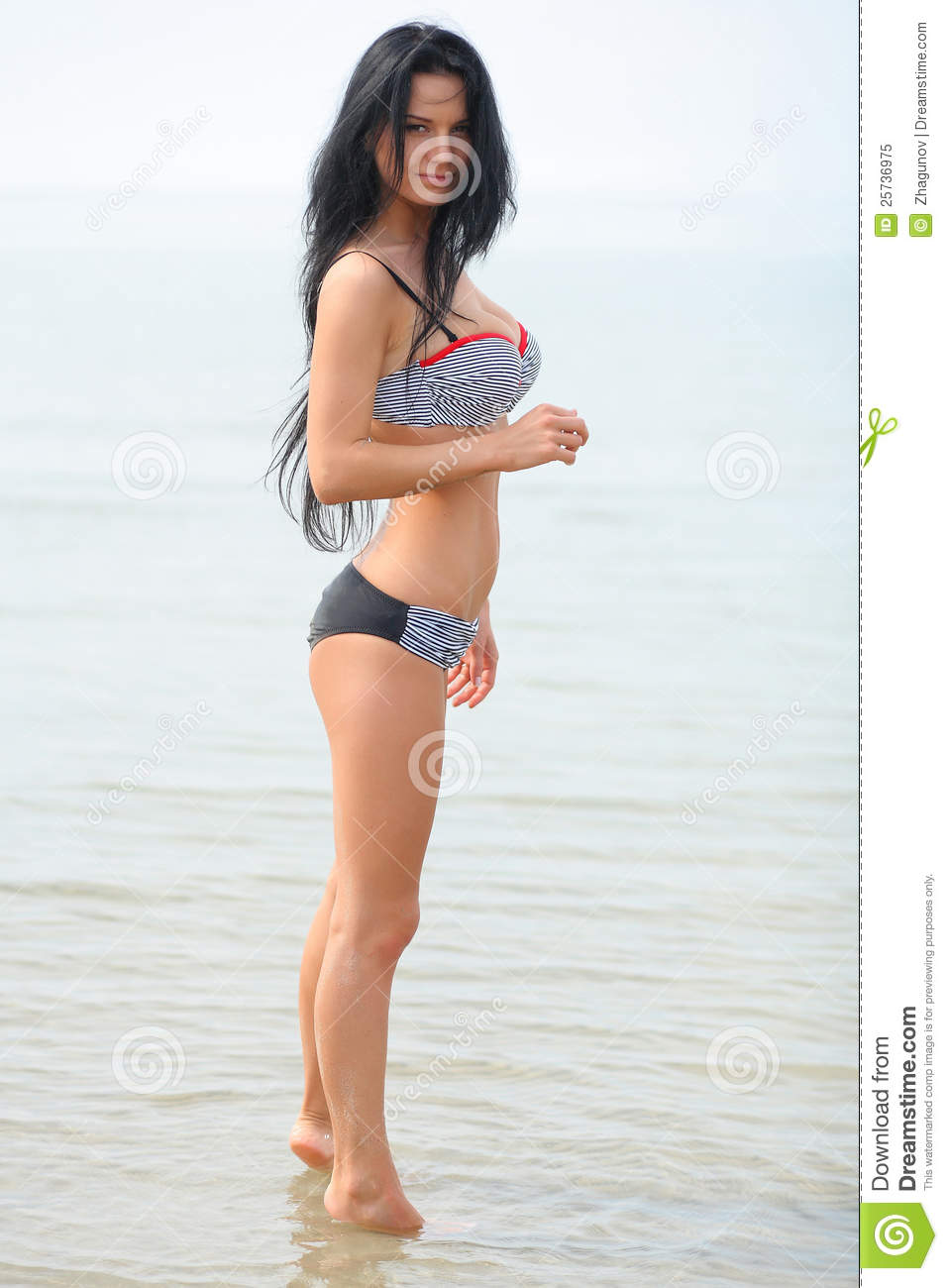 Girl posing with a beautiful figure of the sea