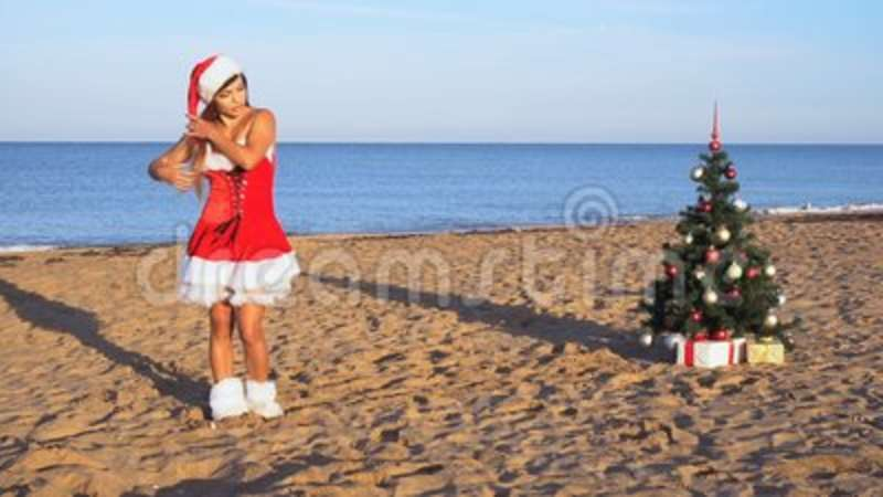 d18f4171b1 Girl Resting At A Resort On The Beach Christmas New Year Stock ...