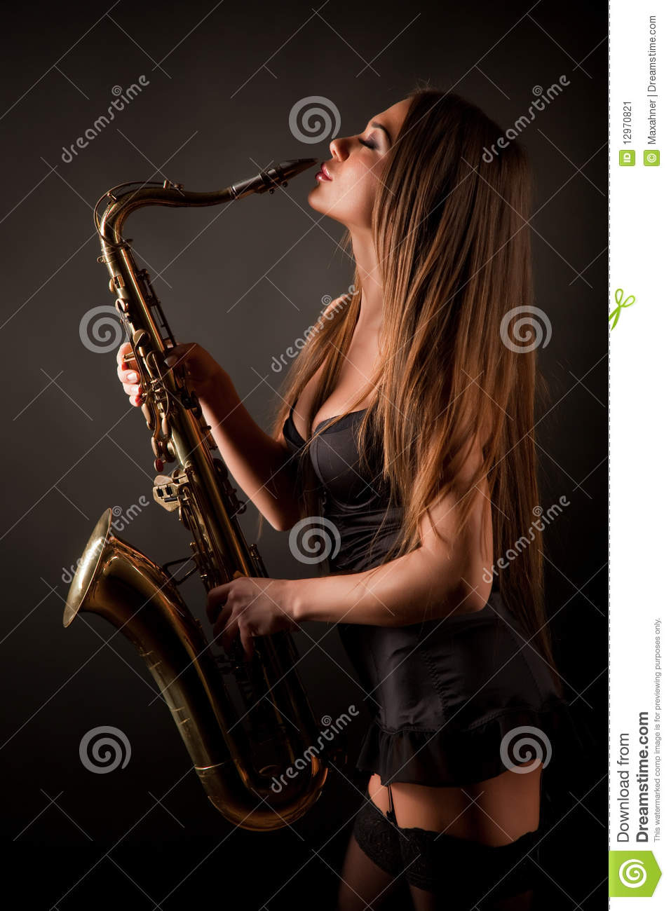 girl first time sax pic