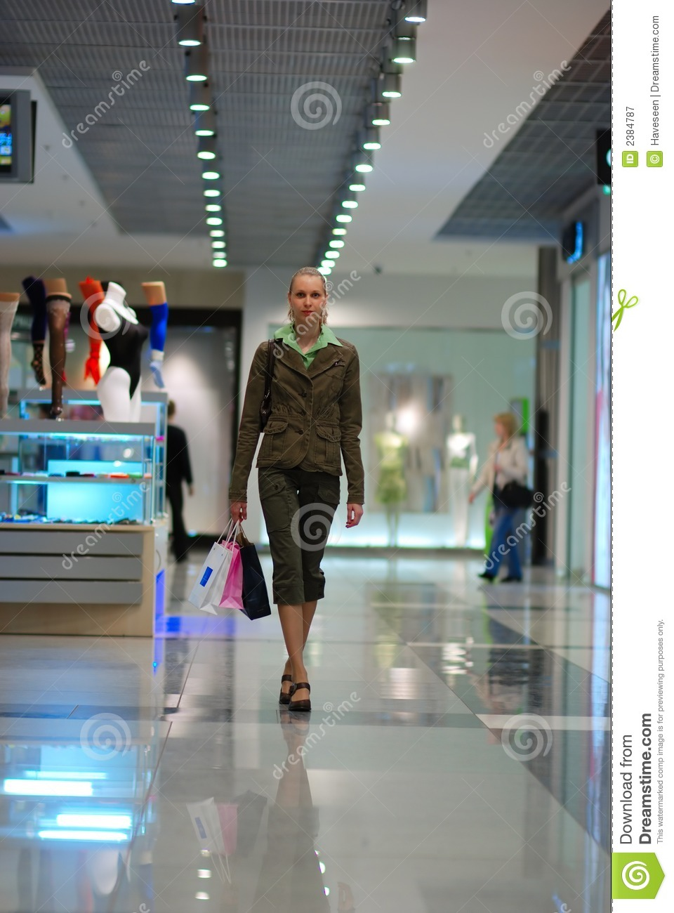 Girl Shopping In Mall Royalty Free Stock Photography