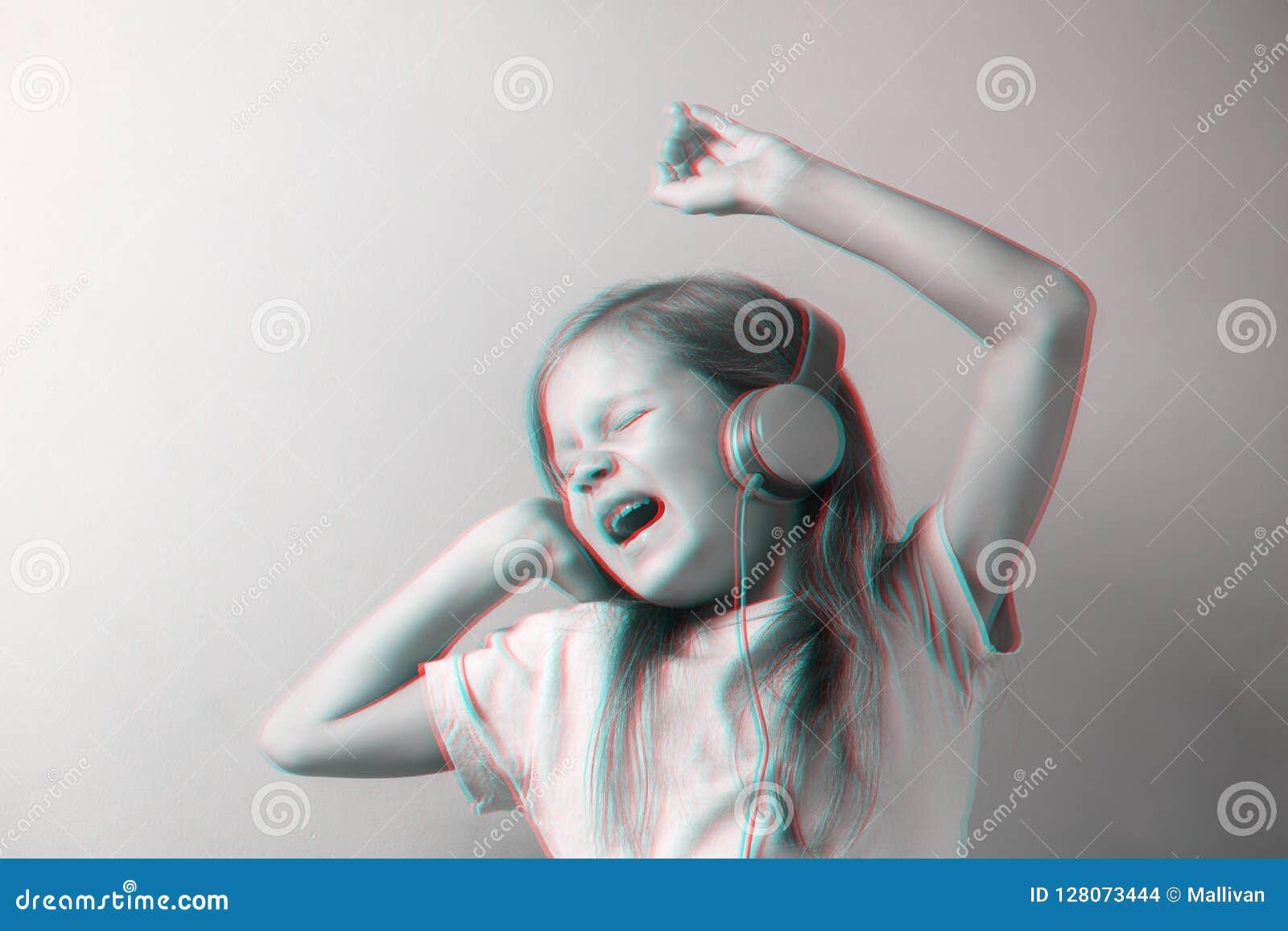 Girl singing in headphones, 3D anaglyph effect