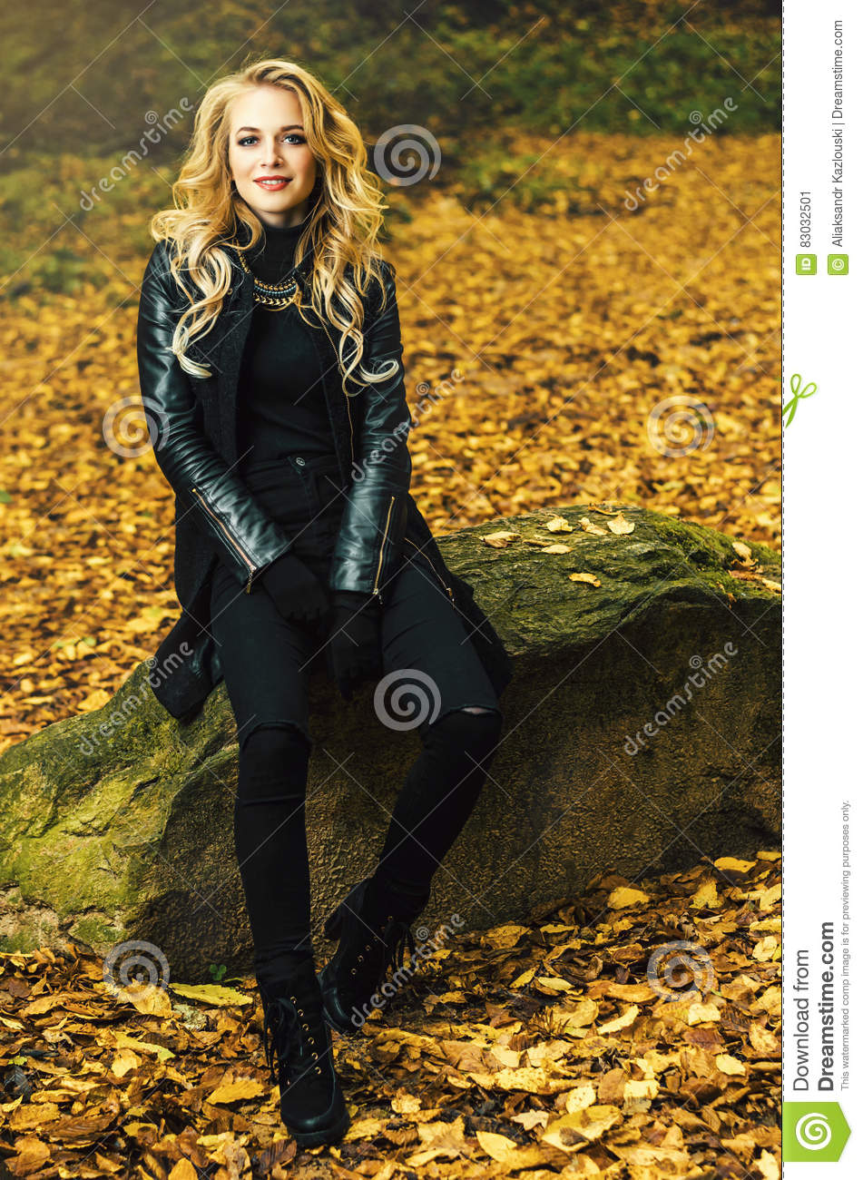 girl sitting outdoor in autumn scenery