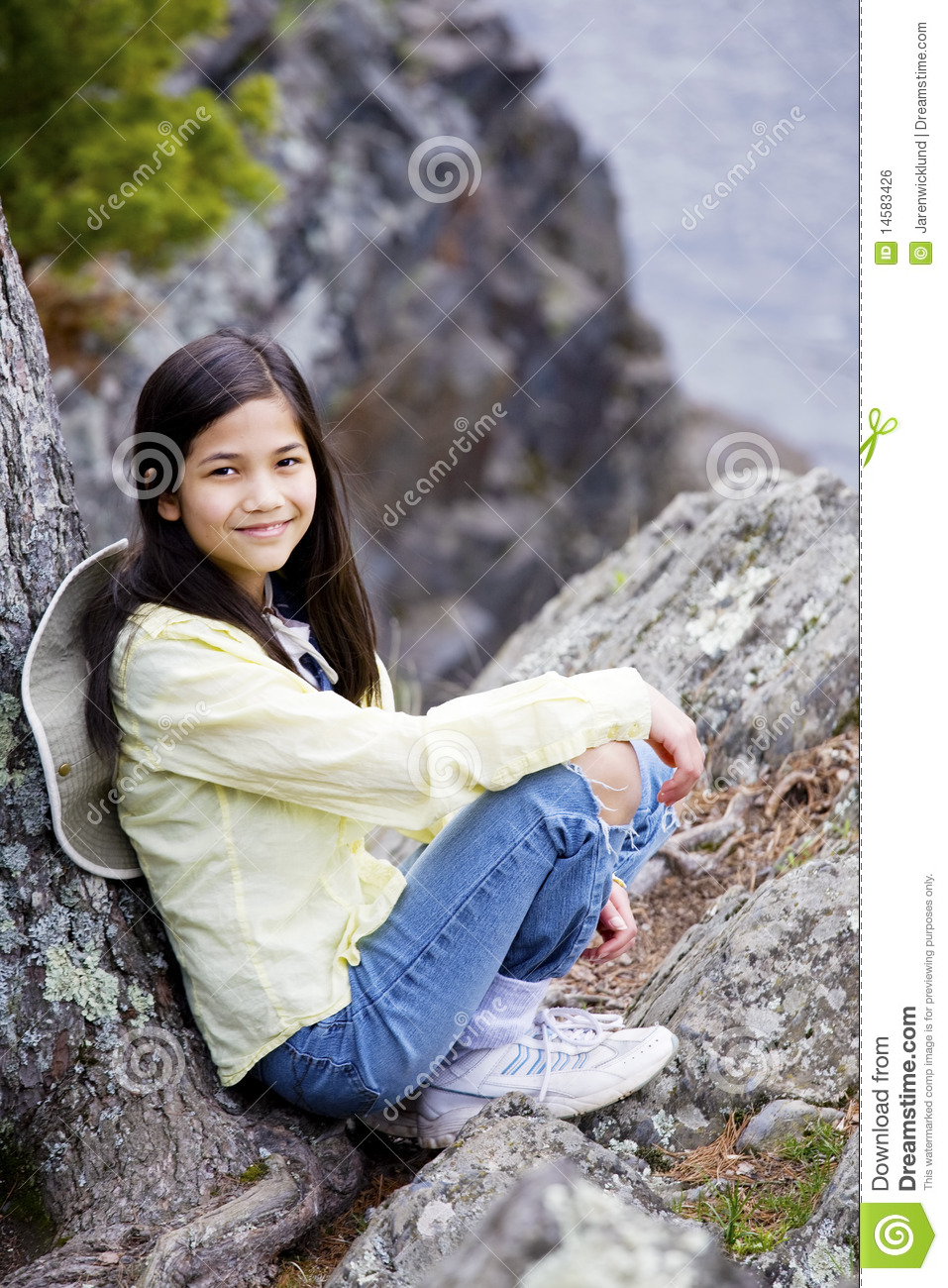 Girl sitting on rock geil
