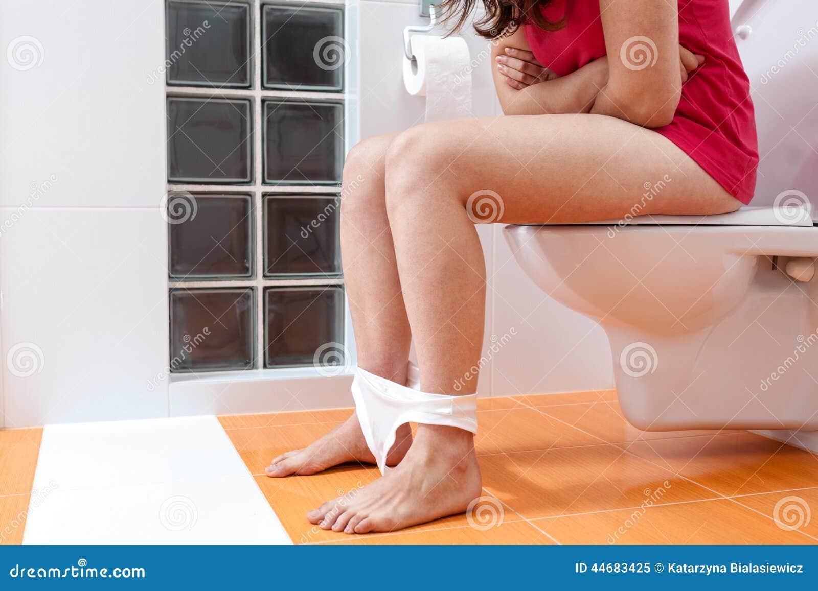 porno-v-zhopu-v-tualete