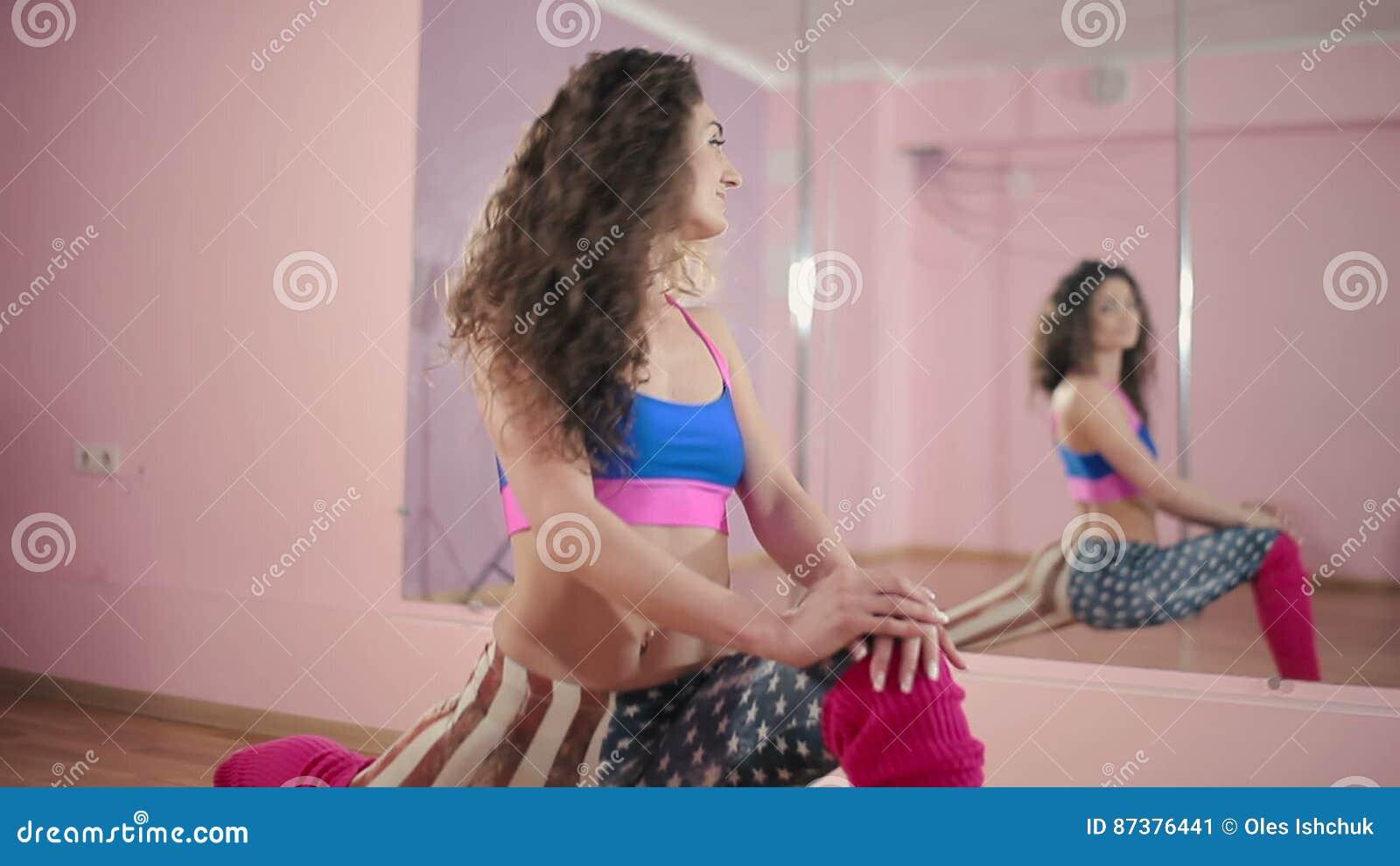 Танцы возле зеркала клип, порно видео дикий бесконечный оргазм от анала