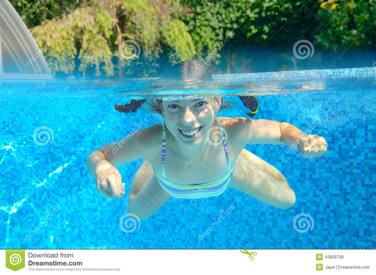 Girl swims in swimming pool underwater and above view - Swimming pool girl christmas vacation ...
